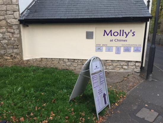 Conisbrough, UK: Side of Molly's at Chimes