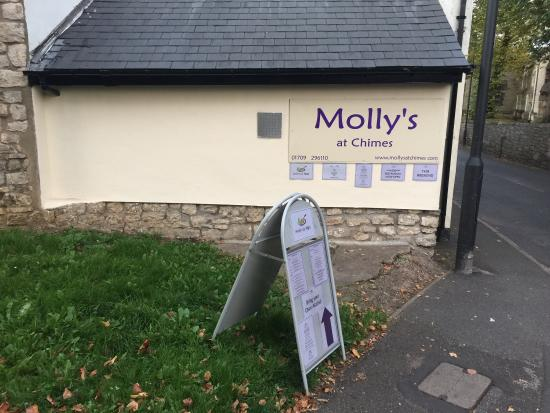 Conisbrough, UK: Side of Molly's by Night