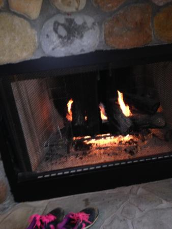Legacy Lodge & Conference Center: The gas fire in the lake side lodge
