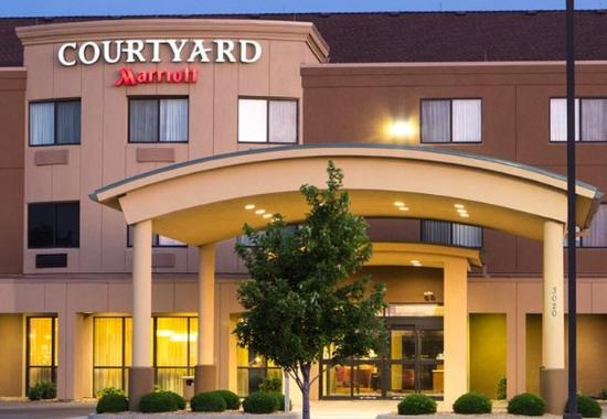 Courtyard By Marriott Salina