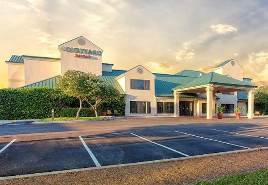 Courtyard by Marriott McAllen Airport