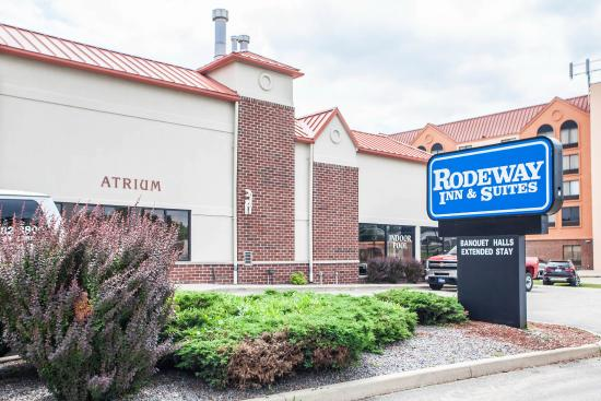 Rodeway inn suites milwaukee wi hotel reviews for Five star hotels in milwaukee
