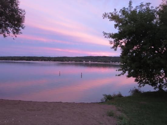 Duffy's Cottages & Suites: Sunset on Lake Como