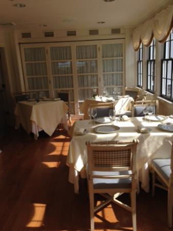 The Wauwinet: Topper's sun room