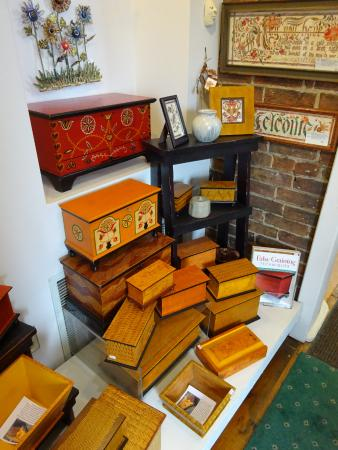 Boiling Springs, PA: Folk art decorated boxes