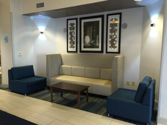 Holiday Inn Express Woodland: lobby