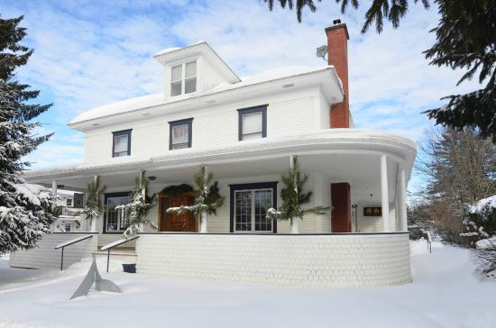 B&B Vert Le Mont: Vert le Mont B&B is just minutes away from Mont Sutton ski resort.
