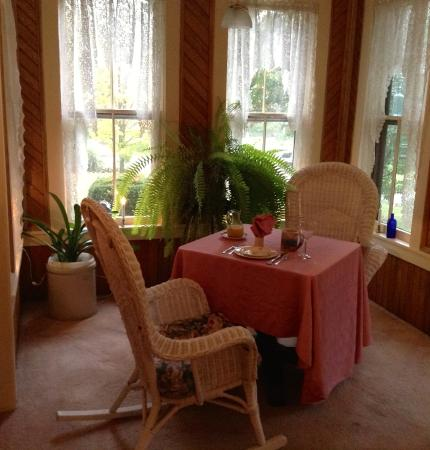 Pine City, NY: Rufus Tanner House Bed & Breakfast - (part of the) dining room