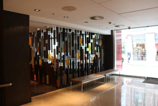 hotel entrance picture of apex london wall hotel london tripadvisor. Black Bedroom Furniture Sets. Home Design Ideas