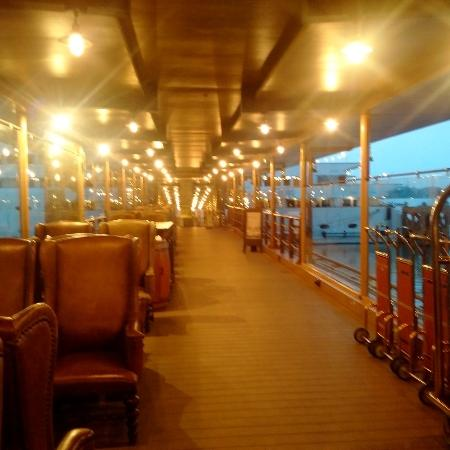 Bridge and reception picture of vintage luxury yacht for Hotel vintage luxury yacht
