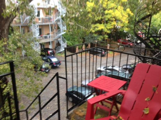 Petite Auberge Les Bons Matins: Balcony - it was even pretty with rain!