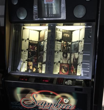 Rayne, LA: In the bar, a real juke box with real music