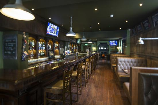 large screens showing all the big sporting events picture of pat 39 s bar and grill enniskillen. Black Bedroom Furniture Sets. Home Design Ideas