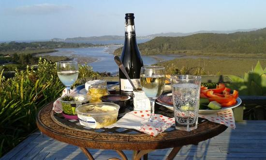 Cook's Lookout Motel: Al fresco dinner with a view