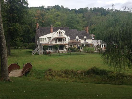 The Inn at Bowman's Hill: looking at the back of the B&B