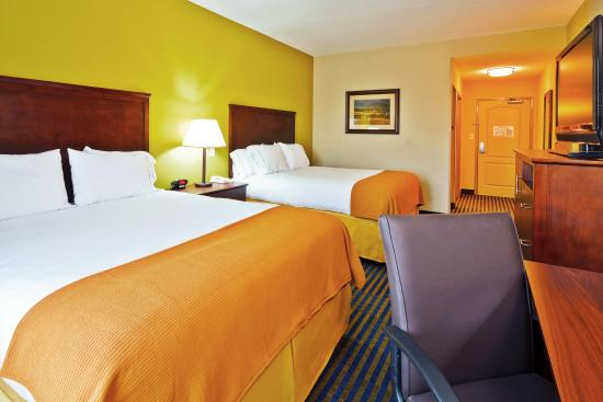 2 Queen Bed Guest Room Picture Of Holiday Inn Express Hotel Suites Chattanooga Ooltewah