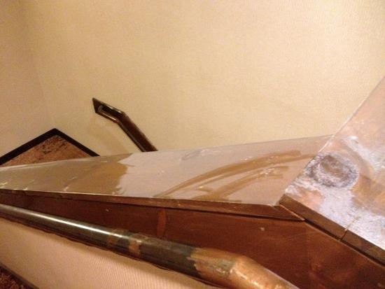 Stoney Creek Hotel & Conference Center  - Columbia: Dust on bannister.