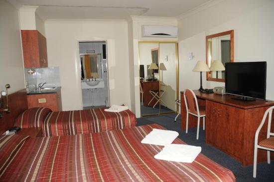 Executive Twin Picture Of Amber Court Motor Inn