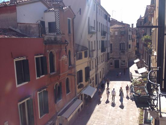 Albergo San Samuele: view from our room, direction to the water bus