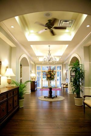 Hampton Inn & Suites Savannah Historic District: entry