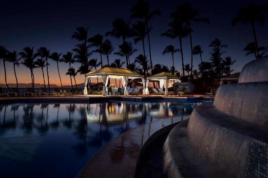 Cabanas Grand Wailea : Sunset adult pool and cabana view picture of grand