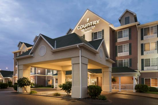 Country Inn and Suites St. Paul Northeast