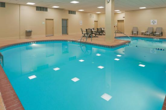 swimming pool picture of holiday inn mansfield. Black Bedroom Furniture Sets. Home Design Ideas