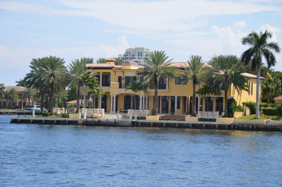 lovely real estate picture of intracoastal waterway