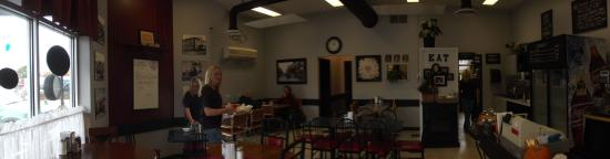 Callander, Canada: Well lit, open.  A comfortable place.
