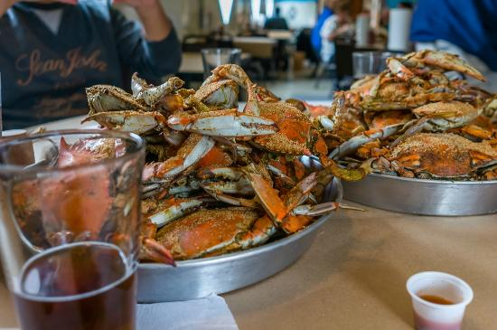 Chesapeake City, MD: Tap Room All you can eat crabs