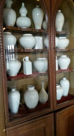 Milton Abbot, UK: Stunning display of (I think) antique white pottery