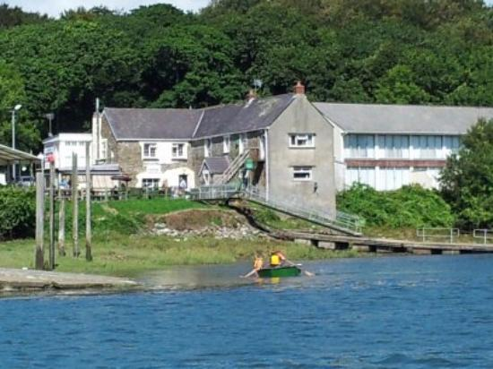 Lawrenny Arms from the water