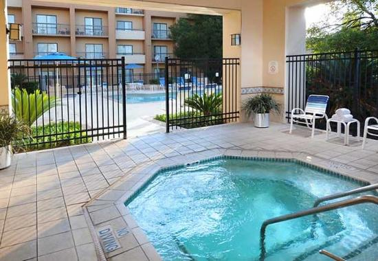 outdoor whirlpool picture of courtyard by marriott san antonio airport san antonio tripadvisor. Black Bedroom Furniture Sets. Home Design Ideas