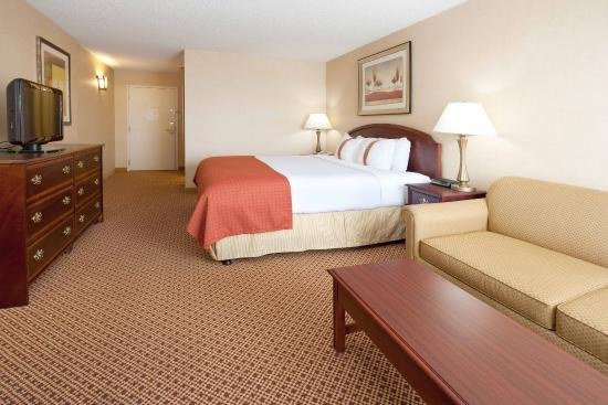 King Bed Guest Room Picture of Holiday Inn Cheyenne I 80