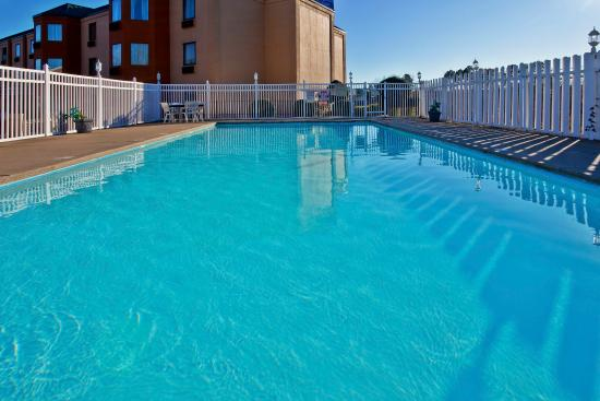 Swimming Pool Picture Of Holiday Inn Express Hotel Suites Nashville I 40 1 24 Spence