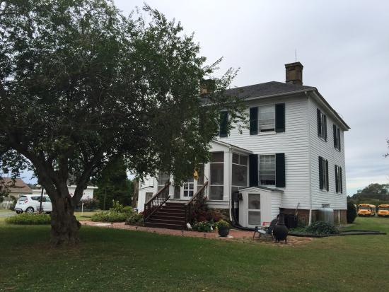Warsaw, VA: Exterior of the grounds