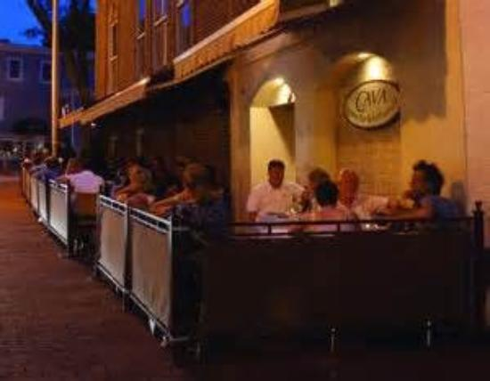 New Canaan, Коннектикут: Outside evening dining in sleepy New Cannan evening...