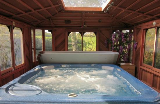 Luxury garden spa picture of potting shed cottages for Garden shed tripadvisor