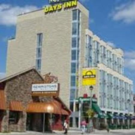 days inn niagara falls clifton hill casino