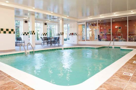 Indoor pool picture of hilton garden inn plymouth plymouth tripadvisor for Plymouth hotels with swimming pools