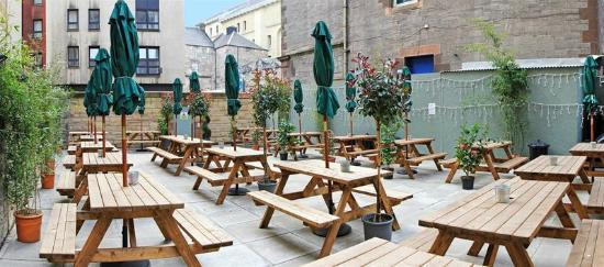 Cowgate Tourist Hostel: courtyard