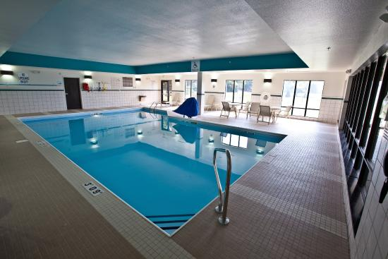 Clean new property review of holiday inn express hotel for Pool show michigan
