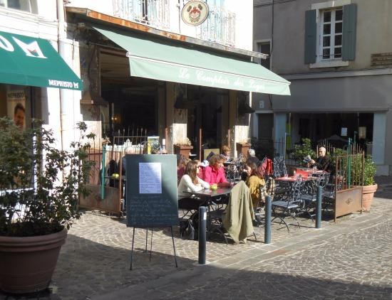 un jour d 39 octobre sur la terrasse au soleil picture of le comptoir des loges romans sur isere. Black Bedroom Furniture Sets. Home Design Ideas