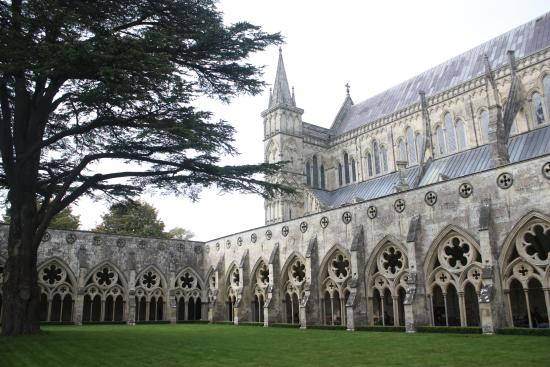 Salisbury Cathedral: Courtyard with Cathedral
