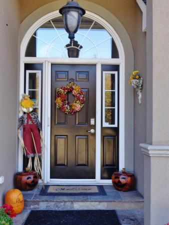 Nottawa, Canada: Lovely front door of Wild Apple Hill Bed and Breakfast