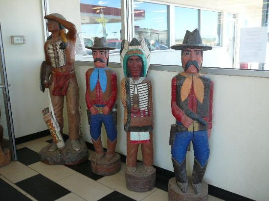 Carved statues @ Clines Corners