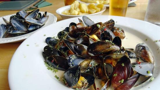 Bunessan, UK: Mull mussels in dill-chile sauce