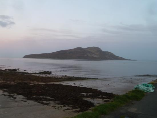Lamlash, UK: Holy Isle view from the hotel front door