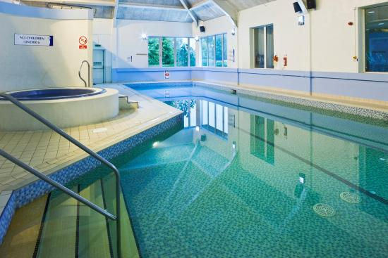 Swimming pool picture of holiday inn aylesbury aylesbury tripadvisor for Swimming pools buckinghamshire