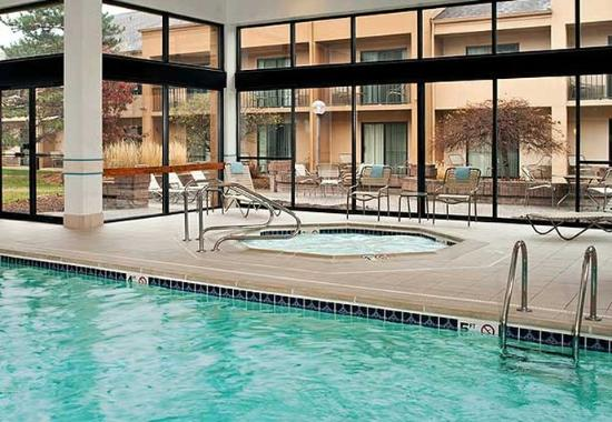 Indoor Pool Hot Tub Picture Of Courtyard By Marriott Detroit Troy Troy Tripadvisor